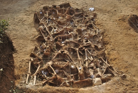 Mario Modesto Mata Spanish_Civil_War_-_Mass_grave_-_Estépar,_Burgos.r